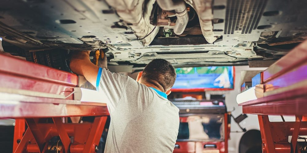 What Business Risks Does an Auto Mechanic Have?